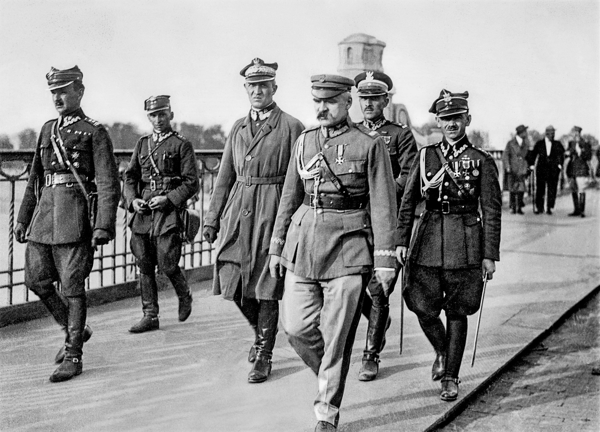 Józef Piłsudski (Mitte) 1926 in Warschau