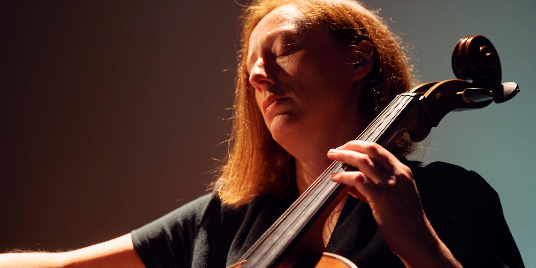 On the cello: Sonja Lena Schmid