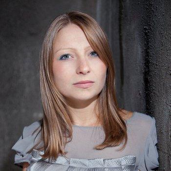 Portrait der Komponistin Charlotte Bray