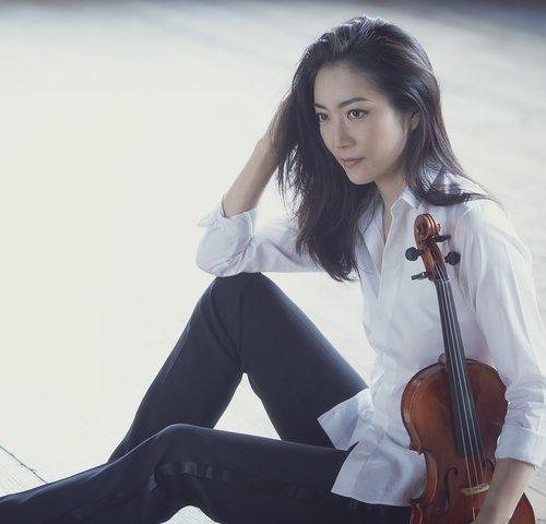 Akiko Suwanei