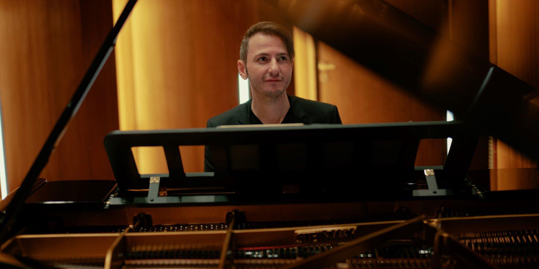 Michail Lifits at the piano