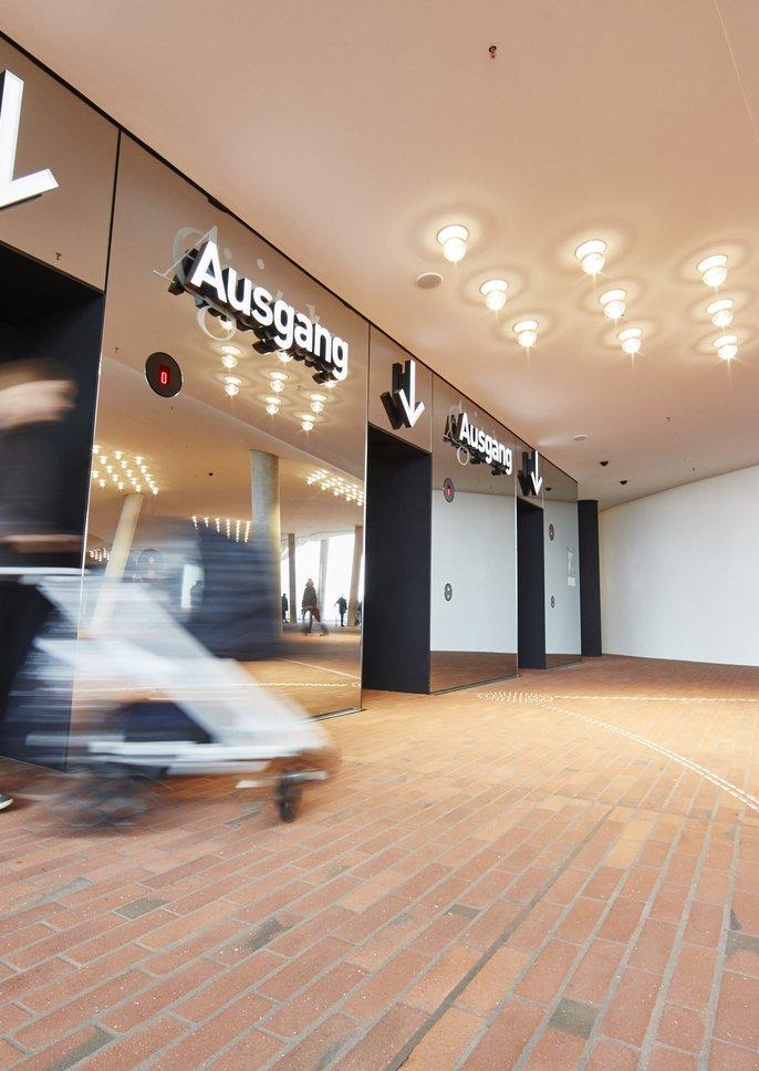 Fahrstuhlgruppe A / Plaza