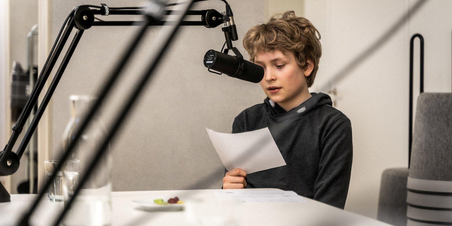 Anton am Mikrofon