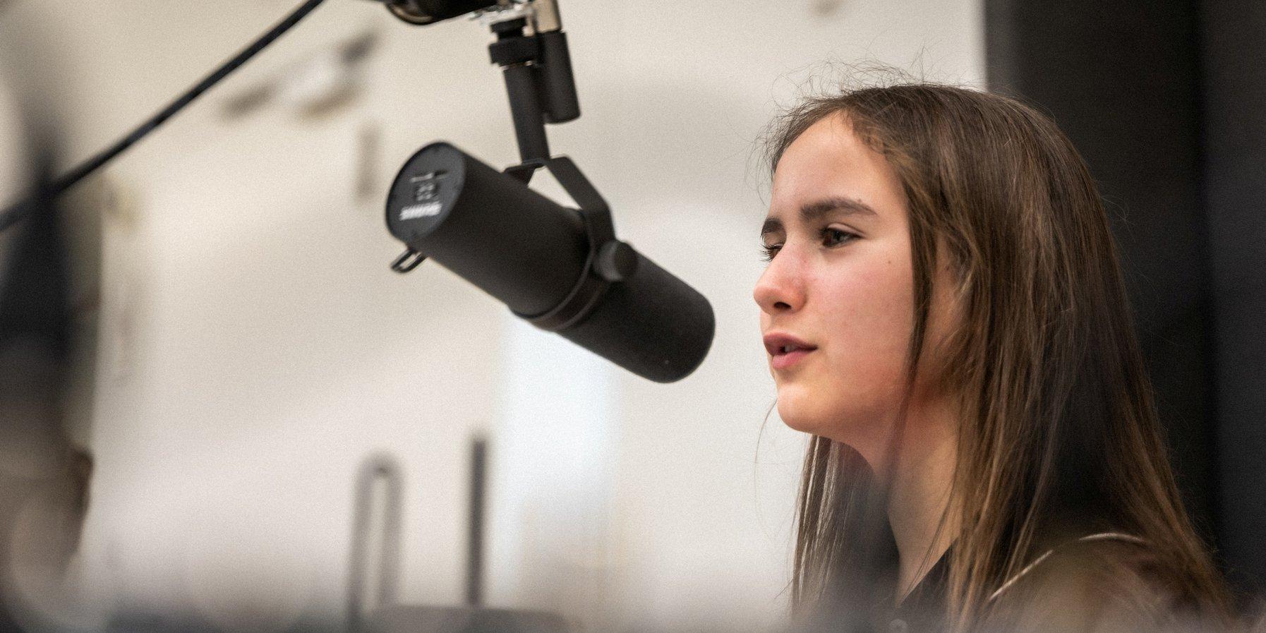 Matilda am Mikrofon