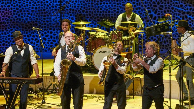 Roberto Fonseca mit Band