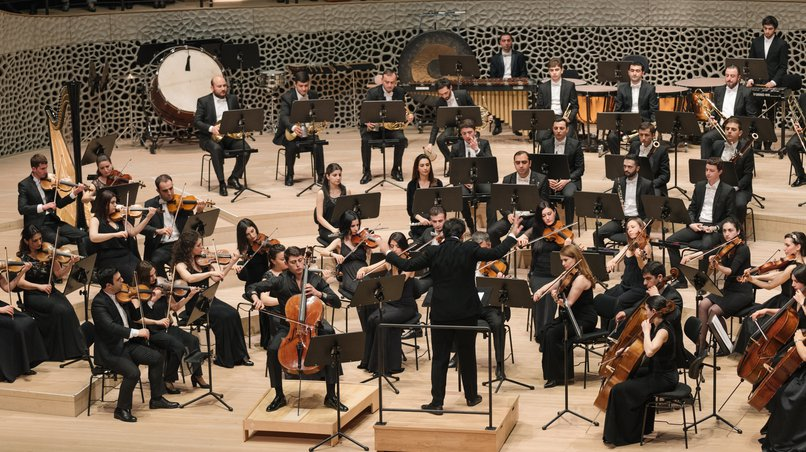Das Armenian State Symphony Orchestra, Solist: Narek Hakhnazaryan