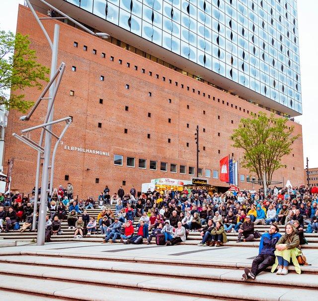 Elbphilharmonie Concerts on Screen