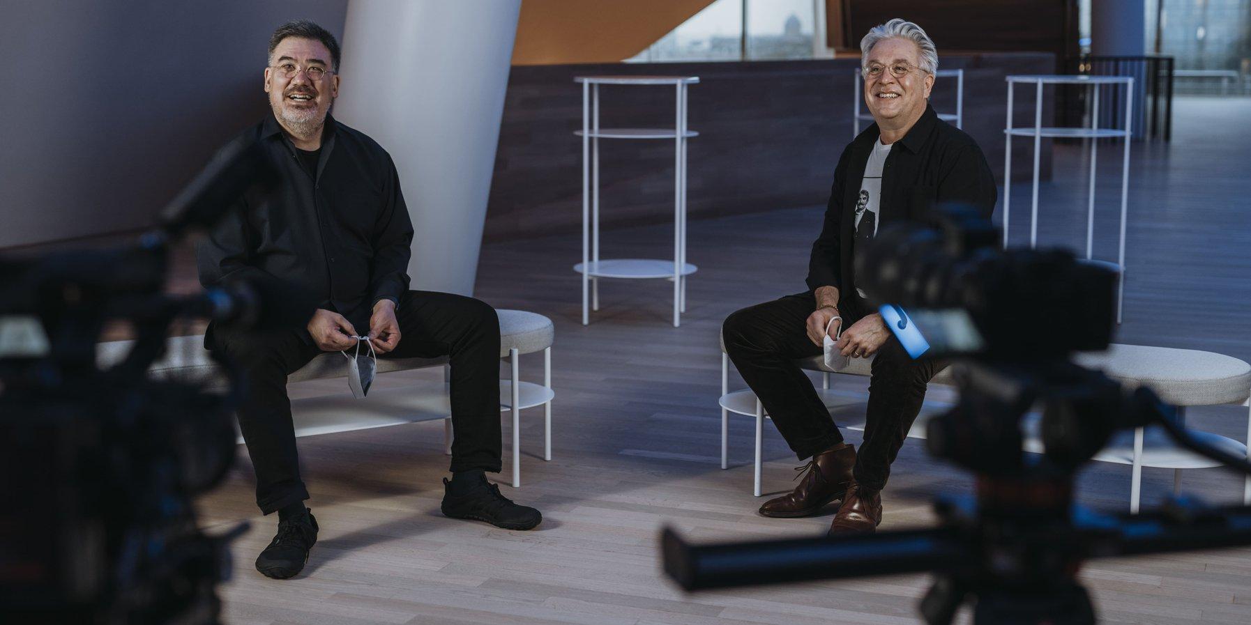 NDR-Chefdirigent Alan Gilbert und Trompeter Håkan Hardenberger im Gespräch