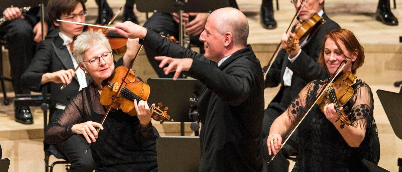 Paavo Järvi mit dem NDR Elbphilharmonie Orchester