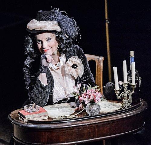 Melinda Thompson als George Sand