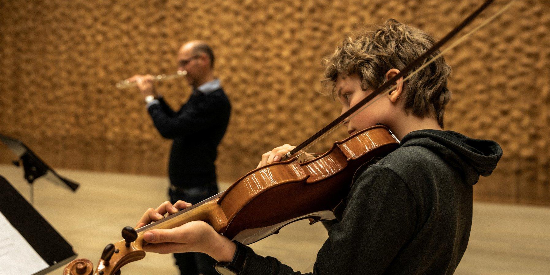 Lutz und Anton spielen John Cage.