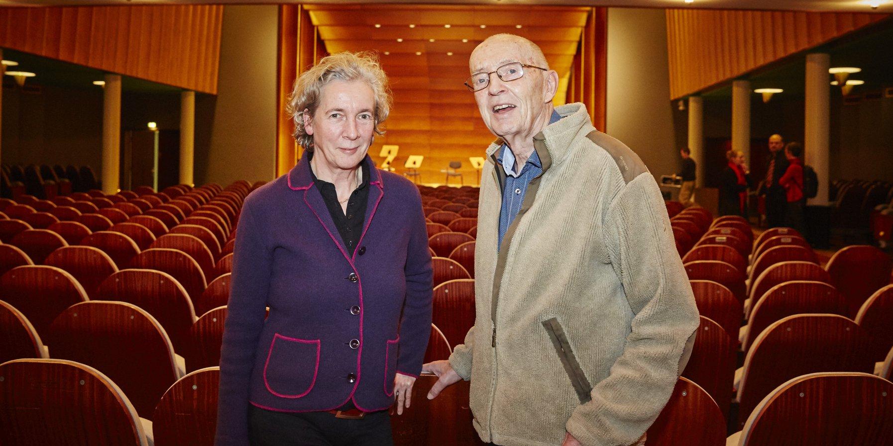 Ein Ehepaar beim Konzert Ferne Klänge